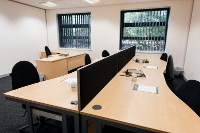 barnsley serviced office ajoining desks