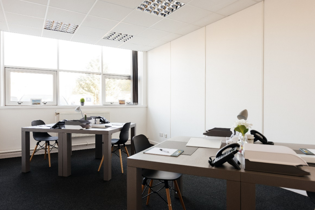 serviced office in hull with open plan desks
